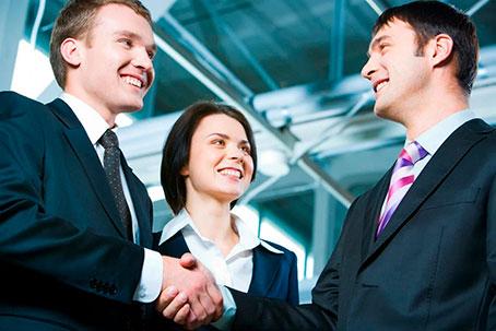Как правильно общаться с коллегами на работе?